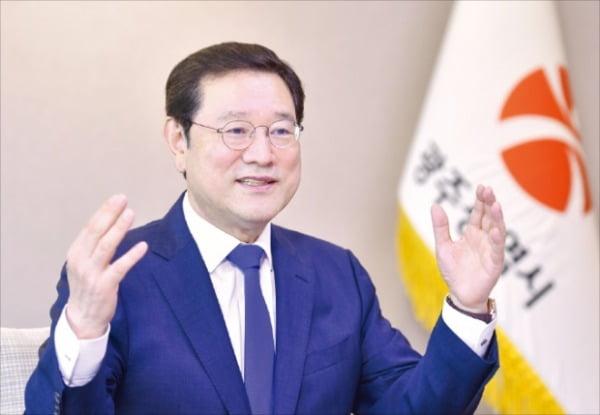 """이용섭 광주광역시장 """"GIEL, 명품 가전으로 자리매김할 것"""""""