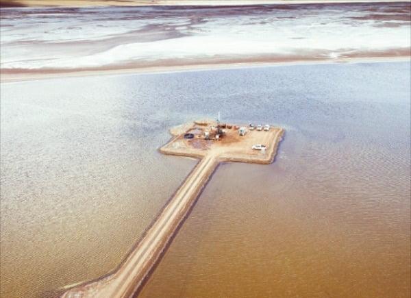 포스코가 아르헨티나 리튬 호수에서 탐사를 진행하고 있다.  포스코 제공