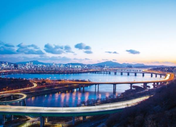서울시는 올해 860억원을 투입해 코로나19 사태로 고사위기에 놓인 관광업계를 지원하는 '2021 서울관광 재도약' 사업을 추진한다.  서울시 제공