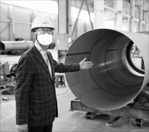 이기창 웰크론한텍 플랜트부문 대표가 무방류 폐수 처리 설비를 설명하고 있다.   웰크론한텍 제공