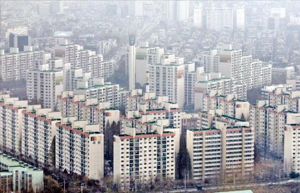 지난 15일 송파구청에 조합설립인가를 신청한 잠실동 '잠실우성1~3차' 아파트.  한경DB