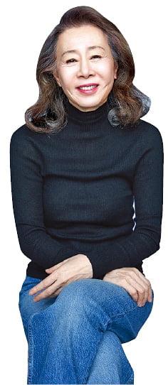 """""""옷 입는데 남 눈치를 왜 보니?""""…슬림한 청바지·니트로 멋낸 '할머니룩'"""