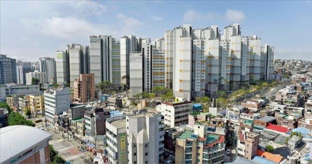 올해 급등한 공시가격에 대한 의견제출 건수가 5만 건에 육박했다. 보유세가 큰 폭으로 늘어날 것으로 보이는 서울 마포구 '마포래미안푸르지오'.  /한경DB