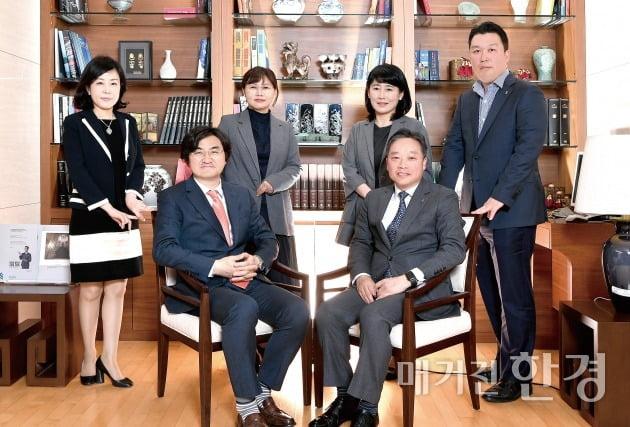 (뒷줄 왼쪽부터) SC제일은행 강남PB센터 송영미 부장, 박정미 부장, 이미숙 부장, 이종원 부장 (앞줄 왼쪽부터) 이완수 부장, 박종화 이사대우.