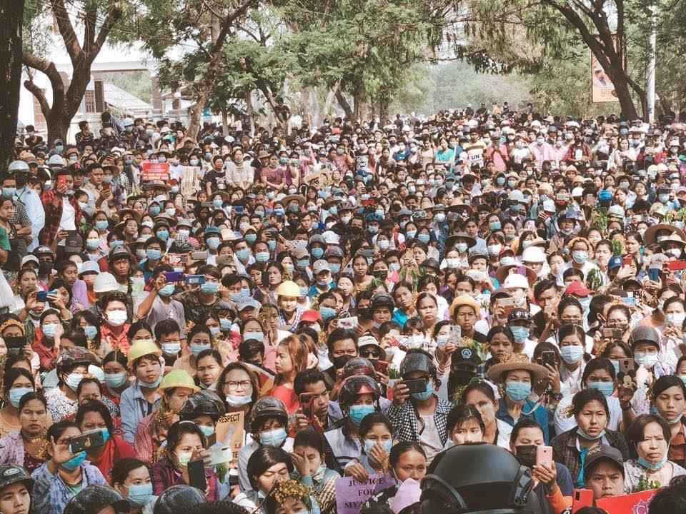 """미얀마 쿠데타 두달 """"대학살 목전""""…민주진영 """"반군과 통합정부"""""""