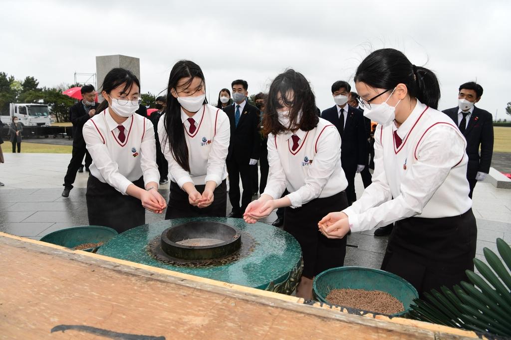 """전남 학생들, 4·3 민간인 학살 현장 답사…""""억울함 누가푸나"""""""