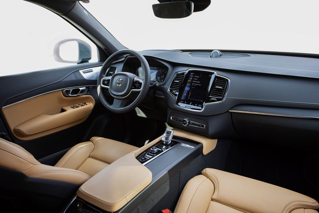 [시승기] 안전에 편안함까지 잡았다…볼보 신형 SUV XC90