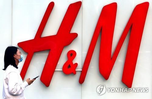 H&M, 불매운동 이어 '中지도 표기문제'로 당국에 불려가
