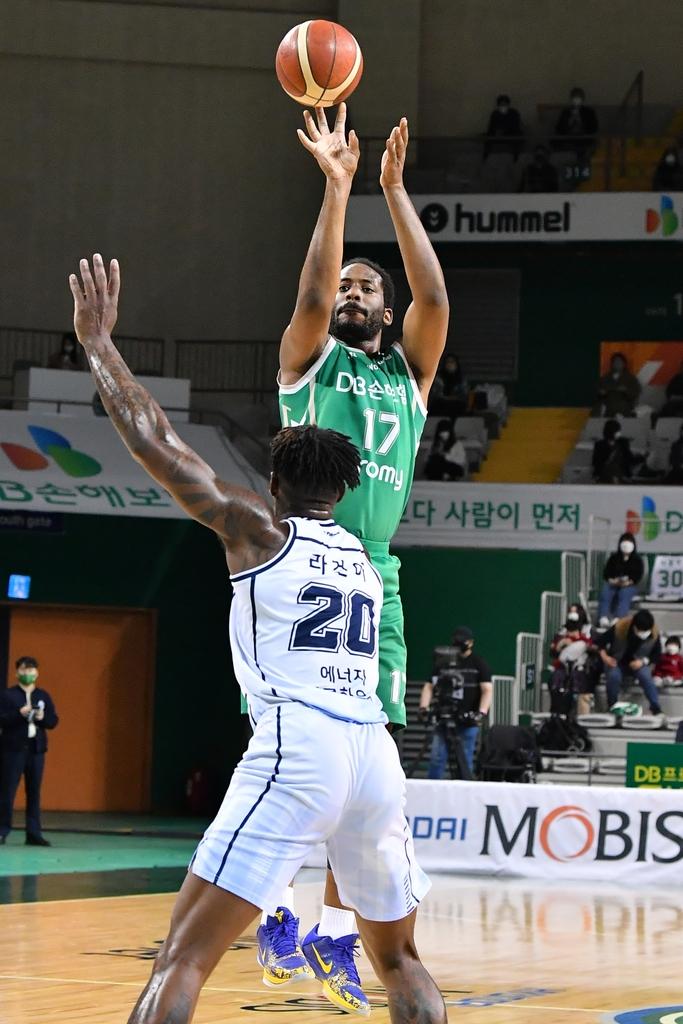 프로농구 DB, 정규리그 우승팀 KCC 20점 차 완파…3연승