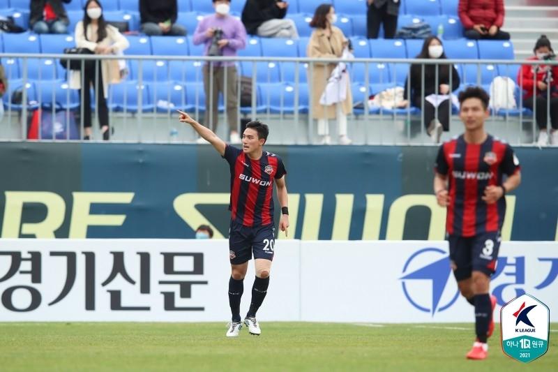 '조유민 결승골' 수원, 승격 동기 제주 꺾고 시즌 첫 승리