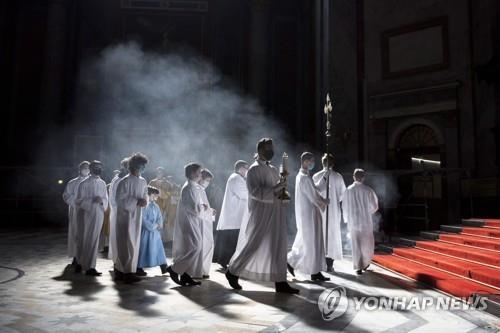 팬데믹 속 두번째 부활절…전세계에서 '일상의 부활' 기도