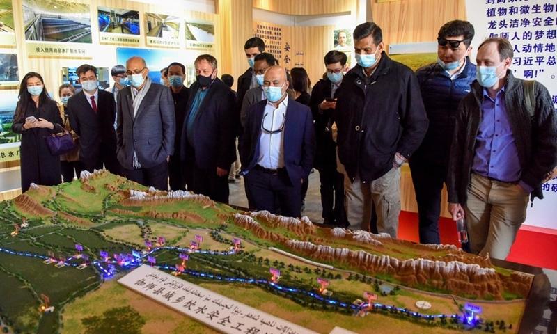 중국, 서방국 '인권 압박' 속 신장에 외교관들 초청