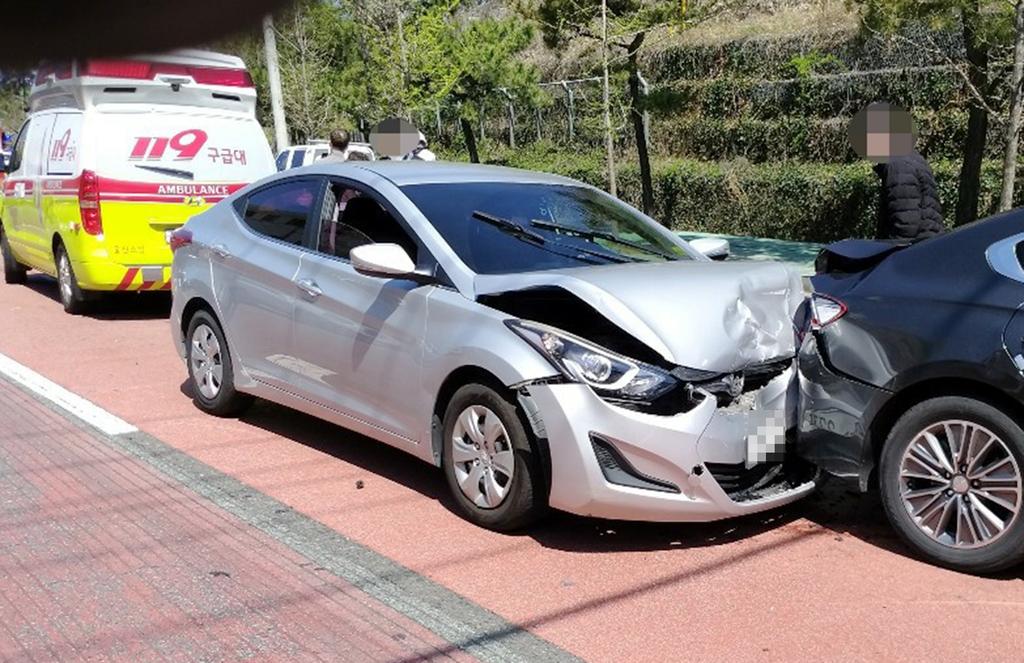 아침 교차로서 음주 차량이 신호대기 차 3대 추돌…8명 부상