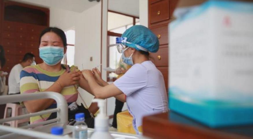 中, '코로나 속출' 미얀마 접경서 첫 전체주민 백신접종