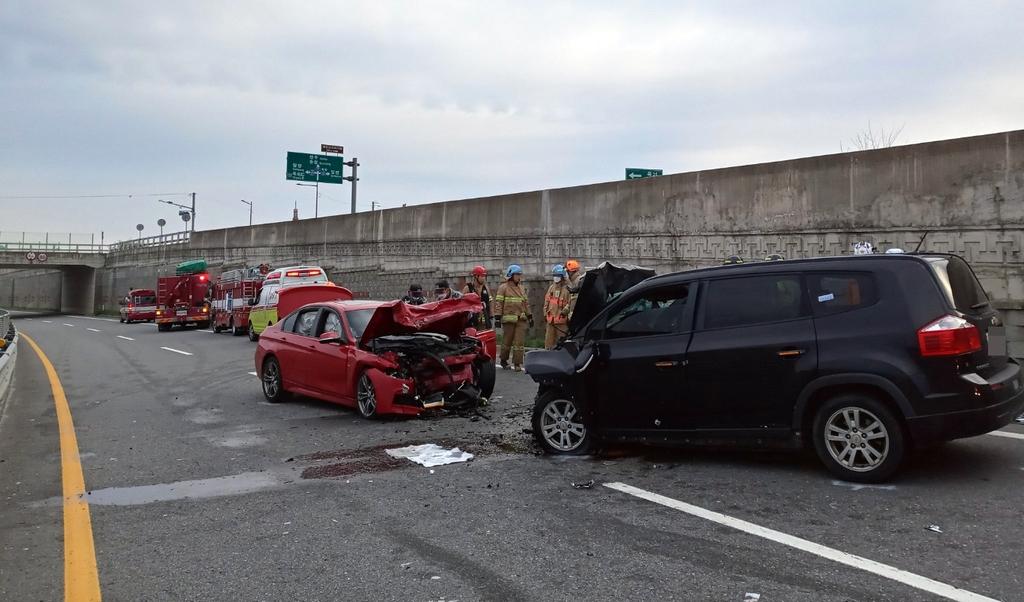 곡성서 차량 정면충돌 사고…3명 사상