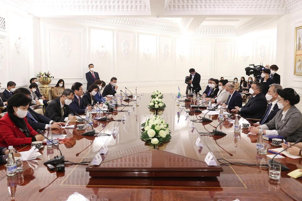 박의장, 우즈벡 의회지도부 만나 인프라사업에 韓참여 협조요청