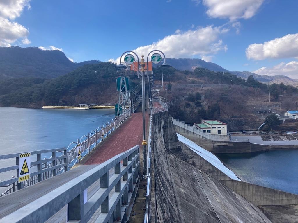 괴산댐 공도교 내년말 개방…산막이옛길 순환코스 열려