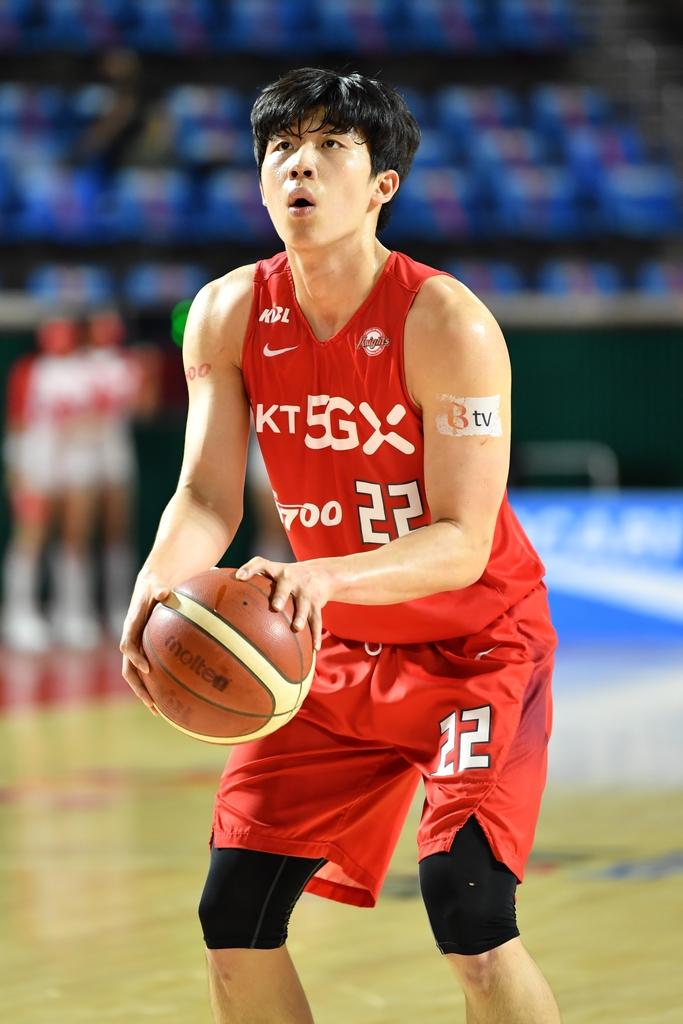 KCC 송교창, 프로농구 최초 고졸 MVP 영예…신인왕 SK 오재현