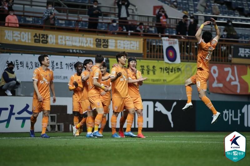 '바코 1골 1도움' K리그1 울산, 서울에 3-2 승리…2위 수성(종합)