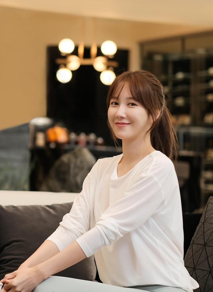배우 이지아, 저소득층 아동 위한 IT 기기 기부