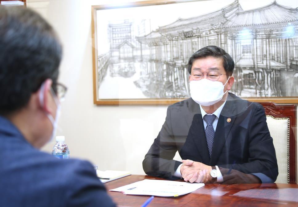 """[일문일답] 전해철 """"자치경찰로 경찰권 비대화 견제…제도 안착돼야"""""""