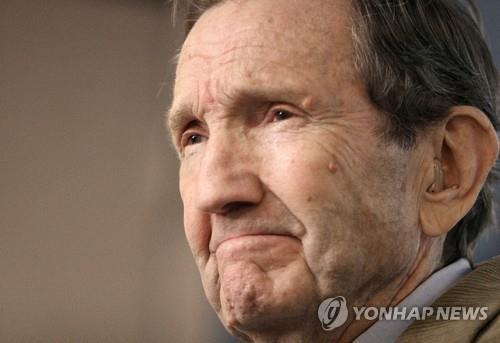 '후세인 변호' 반전 인권변호사 미 클라크 전 법무장관 별세