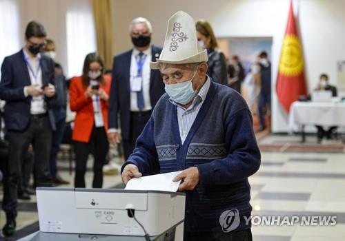 """키르기스, 강력한 대통령제 개헌 성공…""""국민투표서 79% 지지"""""""