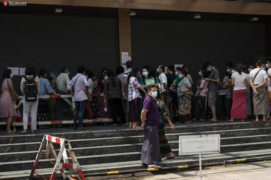 '수수료 10%'…미얀마 은행 마비에 '폭리' 금융 서비스 등장