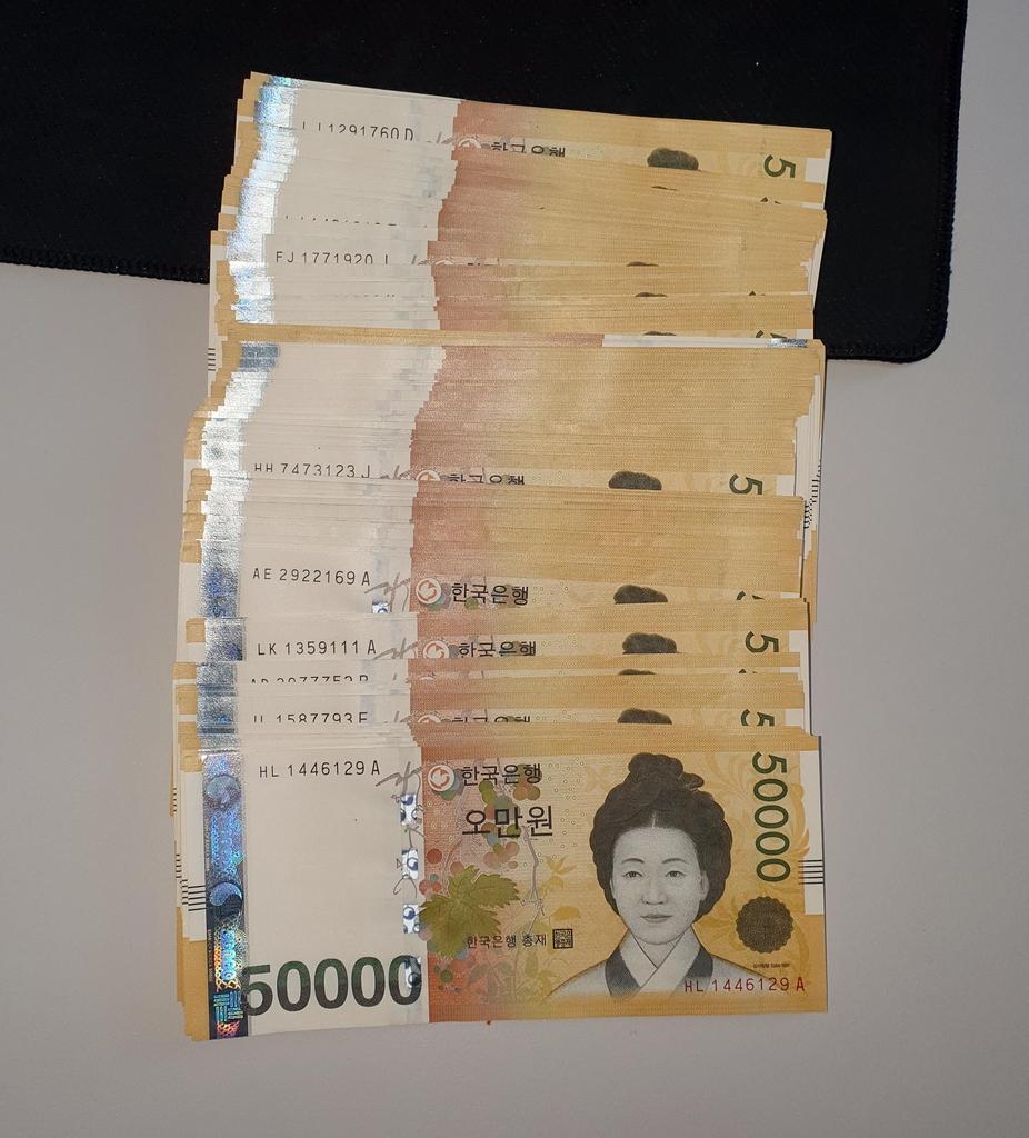 '아들 사칭해 1천800만원 피싱' 중국인 인출책 커플 구속
