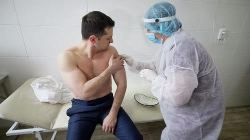 러시아제 코로나19 백신 거부한 우크라, 중국 백신 접종 시작