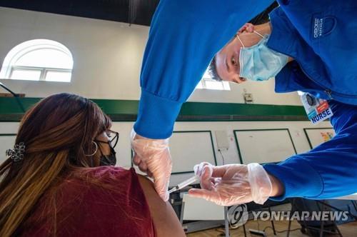 해외 거주 미국인, 고국으로 '백신여행'…부자 외국인도 가세