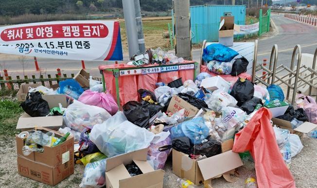 코로나19 여파에 캠핑객 늘어난 인천 섬…쓰레기에 몸살