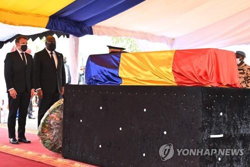 차드 데비 대통령 국장 엄수…프랑스 마크롱 참석