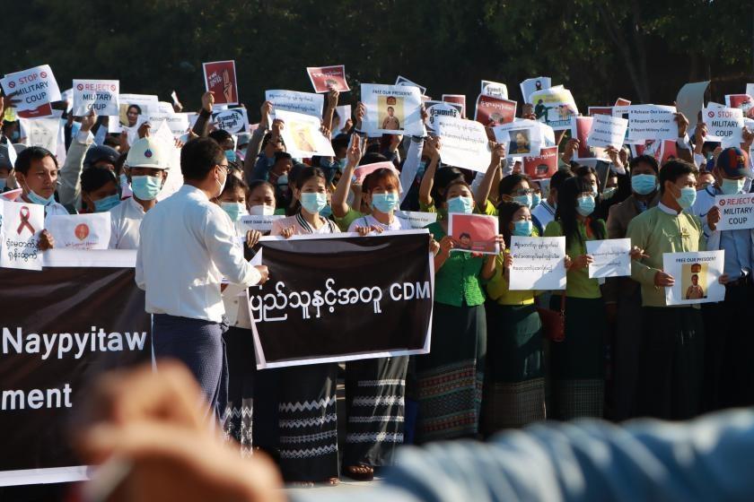 """""""파업 공무원에 급여"""" 미얀마 통합정부 '반군부 저항' 독려"""
