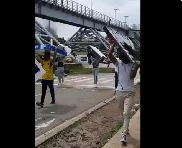 """""""다수는 좋은 사람들""""…약탈품 되찾아준 콜롬비아 시위대"""