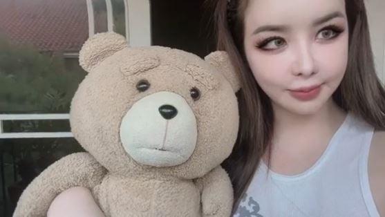 박봄, 11kg 감량 후 리즈시절 미모 뽐낸 셀카