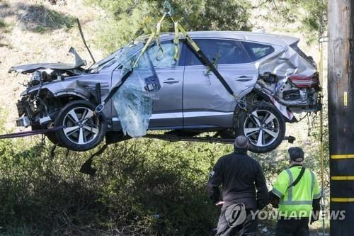 "WP ""타이거 우즈 車사고 때 약병 발견…특혜 의혹"""