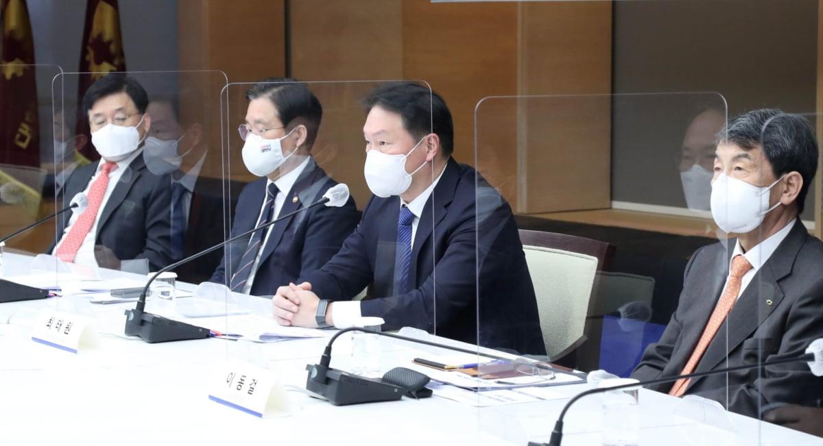 대한상공회의소와 산업부는 16일 세종대로 대한상의회관에서 '탄소중립 산업전환 추진위원회'를개최했다.