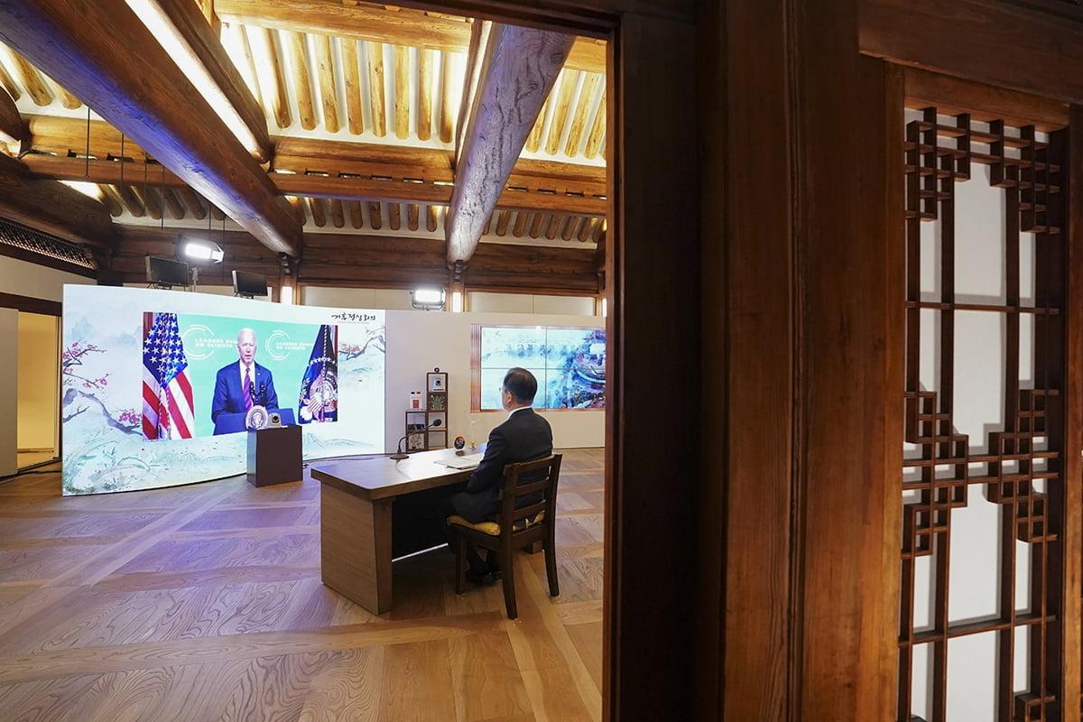 문 대통령은 한국시간으로 22일 밤 9시부터 화상으로 개최된 기후정상회의에 참석했다. (청와대 제공)
