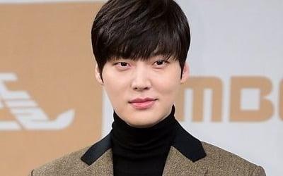 안재현, 이혼 후…<br>구혜선 따라 작가 데뷔?