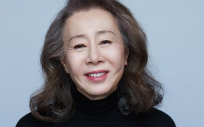 '한국 할머니' 윤여정, 오스카 참석 위해 출국
