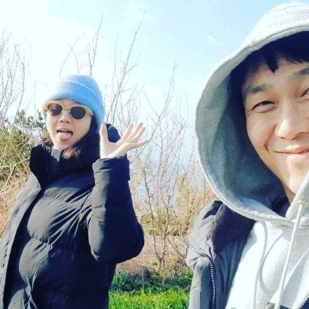 """""""다시 만난 동백X규태""""…공효진X오정세 '바퀴 달린 집2' 인증샷"""