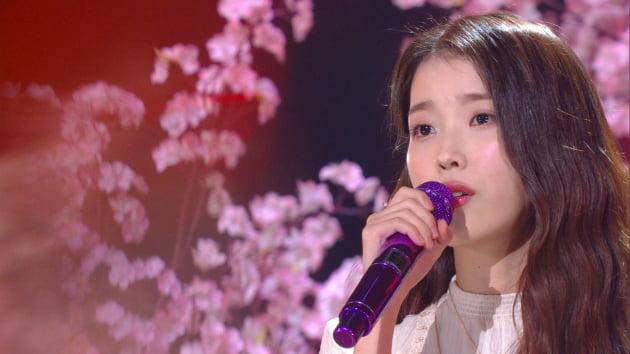 '유희열의 스케치북'에 출연한 가수 아이유/ 사진=KBS2 제공