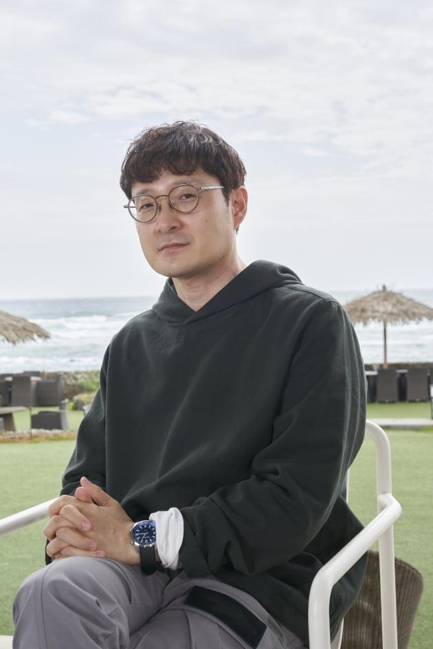박훈정 감독이 2일 열린 영화 '낙원의 밤' 온라인 제작보고회에 참석했다. / 사진제공=넷플릭스