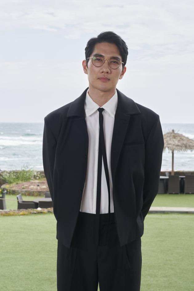 배우 엄태구가 2일 열린 영화 '낙원의 밤' 온라인 제작보고회에 참석했다. / 사진제공=넷플릭스
