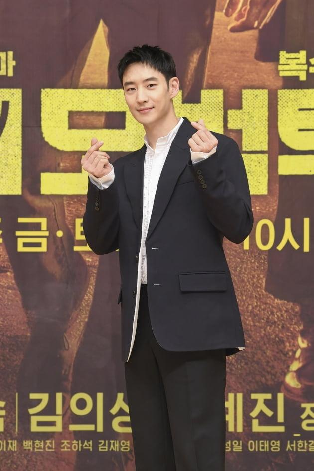 배우 이제훈이 6일 오후 온라인 생중계된 SBS 새 금토드라마 '모범택시' 제작발표회에 참석했다. /사진제공=SBS