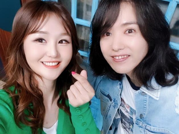 '9595쇼'에 출연한 가수 윤수현(왼쪽)과 양준일. / 사진제공=윤수현 본인