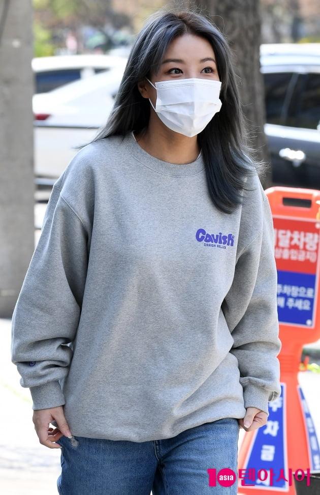 [TEN 포토] 유빈 '헤어와 옷이랑 깔맞춤'(재보궐선거)