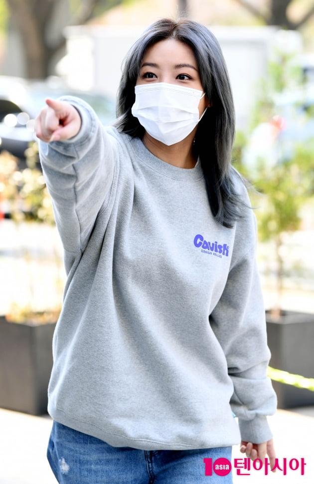 [TEN 포토] 유빈 '투표소가 저기인가요?'(재보궐선거)