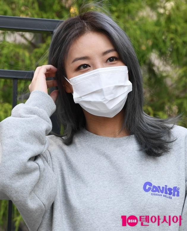 [TEN 포토] 유빈 '투표소에서 빛나는 눈동자'(재보걸선거)